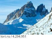Купить «Зимний пейзаж. Горы на фоне голубого неба. Доломиты в Альпах», фото № 4294951, снято 31 декабря 2012 г. (c) Юрий Брыкайло / Фотобанк Лори