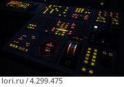 Купить «Светящаяся панель управления кораблем», фото № 4299475, снято 25 сентября 2012 г. (c) EugeneSergeev / Фотобанк Лори