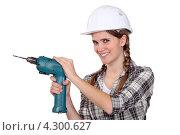 Купить «Улыбающаяся девушка с дрелью», фото № 4300627, снято 17 февраля 2011 г. (c) Phovoir Images / Фотобанк Лори