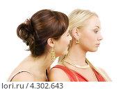 Купить «Две близкие подруги на белом фоне», фото № 4302643, снято 29 сентября 2007 г. (c) Syda Productions / Фотобанк Лори
