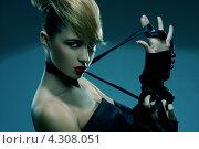 Купить «Стильная девушка с косой челкой», фото № 4308051, снято 1 сентября 2011 г. (c) Syda Productions / Фотобанк Лори