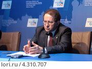 Купить «Витор Констанцио (Vitor Manuel Ribeiro Constancio), вице-президент Европейского центрального банка на пресс-конференции, посвященной предстоящему саммиту G20», фото № 4310707, снято 16 февраля 2013 г. (c) Игорь Долгов / Фотобанк Лори