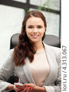 Купить «Красивая счастливая офисная работница на рабочем месте», фото № 4313067, снято 16 июля 2011 г. (c) Syda Productions / Фотобанк Лори