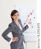 Купить «Симпатичная девушка в костюме в полоску демонстрирует график роста», фото № 4315615, снято 24 октября 2009 г. (c) Wavebreak Media / Фотобанк Лори