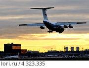 Купить «Ил-76ТД (бортовой RF-76325) пограничной службы на посадке в Шереметьеве», эксклюзивное фото № 4323335, снято 29 сентября 2012 г. (c) Alexei Tavix / Фотобанк Лори