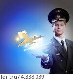 Купить «Надежный авиаперевозчик. Пилот в форме гражданской авиации держит на руке взлетающий самолет», фото № 4338039, снято 19 января 2019 г. (c) Sergey Nivens / Фотобанк Лори