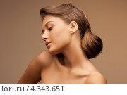 Купить «Очаровательная девушка с красиво уложенными волосами крупным планом», фото № 4343651, снято 28 августа 2011 г. (c) Syda Productions / Фотобанк Лори