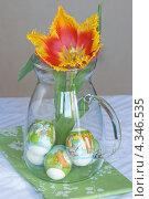 Украшенные пасхальные яйца на дне кувшина. Стоковое фото, фотограф Лидия Шляховская (Lidia Sleahovscaia) / Фотобанк Лори