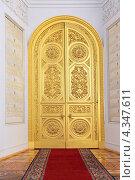 Москва, Большой Кремлевский дворец, золотые двери в Георгиевском зале (2013 год). Редакционное фото, фотограф Игорь Долгов / Фотобанк Лори