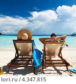 Купить «Пара отдыхает в шезлонгах у моря», фото № 4347815, снято 11 декабря 2012 г. (c) Николай Охитин / Фотобанк Лори