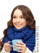 Купить «Очаровательная девушка с кружкой в руках», фото № 4349111, снято 30 октября 2011 г. (c) Syda Productions / Фотобанк Лори