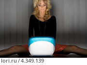 Купить «Привлекательная блондинка сидит поздно ночью за ноутбуком», фото № 4349139, снято 2 апреля 2006 г. (c) Syda Productions / Фотобанк Лори