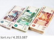 Купить «Стопки российских денег разного достоинства», эксклюзивное фото № 4353087, снято 28 февраля 2013 г. (c) Игорь Низов / Фотобанк Лори