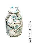 Тысячная купюра выглядывает из банки, набитой деньгами. Стоковое фото, фотограф Татьяна Фролова / Фотобанк Лори