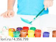 Купить «Ребенок рисует красками», фото № 4356799, снято 28 января 2013 г. (c) Сергей Новиков / Фотобанк Лори