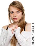 Купить «Студийный портрет молодой женщины с длинными светлыми волосами», фото № 4358115, снято 28 февраля 2012 г. (c) Сергей Сухоруков / Фотобанк Лори