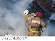 Купить «Тушение пожара», эксклюзивное фото № 4360071, снято 3 марта 2013 г. (c) Литвяк Игорь / Фотобанк Лори