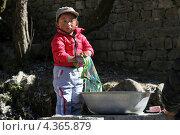 Юный непалец (2012 год). Редакционное фото, фотограф Максим Марков / Фотобанк Лори