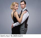 Купить «Парень и девушка, одетые в ретростиле, обнимают друг друга», фото № 4369631, снято 10 февраля 2012 г. (c) Andrejs Pidjass / Фотобанк Лори