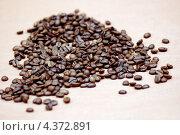 Россыпь кофейных зерен. Стоковое фото, фотограф Александра Ткачук / Фотобанк Лори