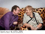 Купить «Молодой человек беседует с бабушкой», фото № 4373295, снято 8 декабря 2012 г. (c) Александр Романов / Фотобанк Лори
