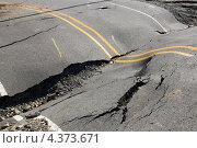 Купить «Провал на дороге, трещины в дорожном полотне», фото № 4373671, снято 5 марта 2013 г. (c) Ирина Кожемякина / Фотобанк Лори