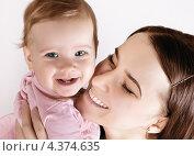 Купить «Счастливый ребенок с мамой», фото № 4374635, снято 7 марта 2013 г. (c) Элина Гаревская / Фотобанк Лори