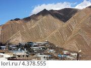 Посёлок у подножия горы (2012 год). Стоковое фото, фотограф Светлана Першенкова / Фотобанк Лори