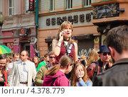 Купить «Молодежь на параде мыльных пузырей Dreamflash», эксклюзивное фото № 4378779, снято 22 апреля 2012 г. (c) Алёшина Оксана / Фотобанк Лори