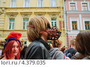Купить «Ряженные на параде мыльных пузырей Dreamflash», эксклюзивное фото № 4379035, снято 22 апреля 2012 г. (c) Алёшина Оксана / Фотобанк Лори