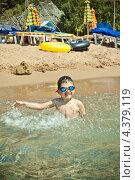 Мальчик на берегу моря. Стоковое фото, фотограф Elena Guseva / Фотобанк Лори