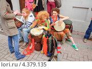 Купить «Музыканты на параде мыльных пузырей Dreamflash», эксклюзивное фото № 4379135, снято 22 апреля 2012 г. (c) Алёшина Оксана / Фотобанк Лори