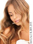 Купить «Красивая девушка с роскошными волосами и алмазом в руке», фото № 4381311, снято 14 августа 2010 г. (c) Syda Productions / Фотобанк Лори