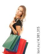 Купить «Счастливая молодая женщина с покупками в руках», фото № 4381315, снято 14 августа 2010 г. (c) Syda Productions / Фотобанк Лори