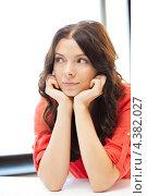 Купить «Красивая деловая женщина в офисе на рабочем месте», фото № 4382027, снято 12 июля 2020 г. (c) Syda Productions / Фотобанк Лори
