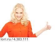 Купить «Молодая счастливая женщина подняла большой палец на руке и показывает, что все в порядке», фото № 4383111, снято 2 октября 2011 г. (c) Syda Productions / Фотобанк Лори