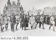 Купить «Старая фотография. В.И.Ленин на Красной площади на параде 1919 года», фото № 4385855, снято 9 марта 2013 г. (c) Игорь Низов / Фотобанк Лори