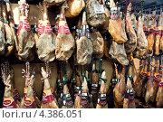 Хамон на рынке (2012 год). Редакционное фото, фотограф Ekaterina Shustrova / Фотобанк Лори
