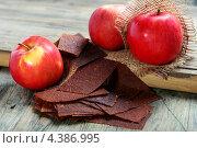 Купить «Яблочная пастила», фото № 4386995, снято 10 марта 2013 г. (c) Марина Сапрунова / Фотобанк Лори