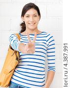 Купить «Привлекательная девушка в тельняшке показывает знак победы на пальцах и улыбается», фото № 4387991, снято 31 марта 2012 г. (c) Syda Productions / Фотобанк Лори