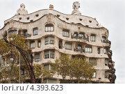Купить «Дом Casa Mila La Pedrera в Барселоне. Архитектор Антонио Гауди», фото № 4393623, снято 22 ноября 2011 г. (c) Victoria Demidova / Фотобанк Лори