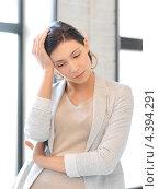 Купить «Уставшая молодая женщина с головной болью», фото № 4394291, снято 31 марта 2012 г. (c) Syda Productions / Фотобанк Лори