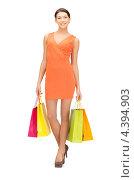 Купить «Красивая стройная девушка с покупками на белом фоне», фото № 4394903, снято 31 марта 2012 г. (c) Syda Productions / Фотобанк Лори
