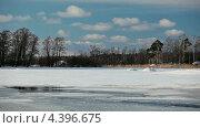 Купить «Лед на озере, обзор камерой», видеоролик № 4396675, снято 12 марта 2013 г. (c) Кекяляйнен Андрей / Фотобанк Лори