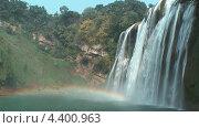 Радуга на водопаде Хуангошу. Стоковое видео, видеограф Максим Марков / Фотобанк Лори