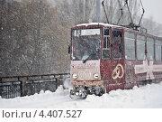 Купить «Трамвай едет по заснеженному мосту», фото № 4407527, снято 15 марта 2013 г. (c) eva cuba air / Фотобанк Лори