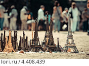 Эйфелева башня сувенир. Стоковое фото, фотограф Vas Pakulov / Фотобанк Лори