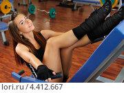 Девушка на тренажере в спортивном зале. Стоковое фото, фотограф Артем Юрлагин (Петриченко) / Фотобанк Лори