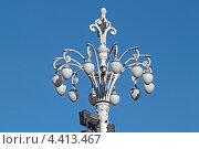 Купить «Уличный фонарь с двенадцатью светильниками. Москва», эксклюзивное фото № 4413467, снято 8 марта 2013 г. (c) Сергей Соболев / Фотобанк Лори