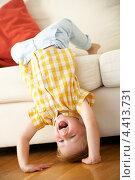 Купить «Веселый мальчик играет в гостиной», фото № 4413731, снято 12 июля 2012 г. (c) Monkey Business Images / Фотобанк Лори